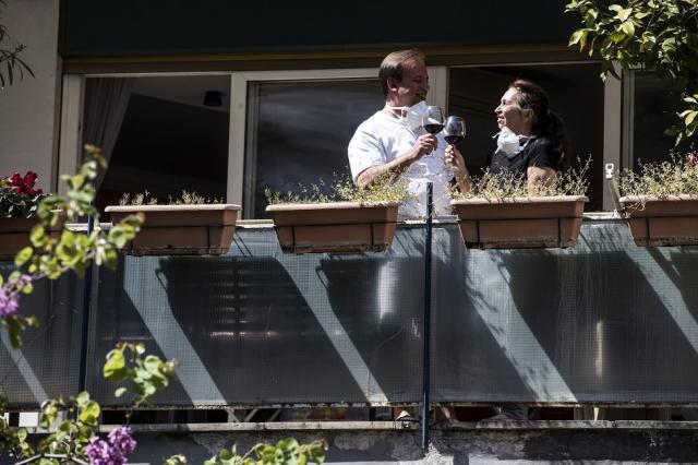Бум на балконските сватби по света