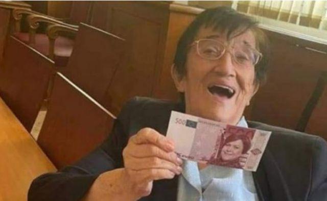 Мика Зайкова развя банкнота с лика на Татяна Дончева (СНИМКА)