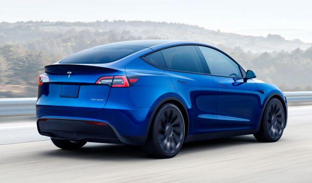 Колко трябва да изкарвате, за да притежавате Ioniq 5 и защо Tesla Model Y е по-интересната кола?