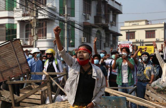 Убити от полицията при протест (СНИМКИ)
