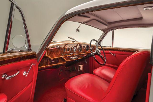 Емблематичната 70-годишна суперкола на Bentley се завръща в производство