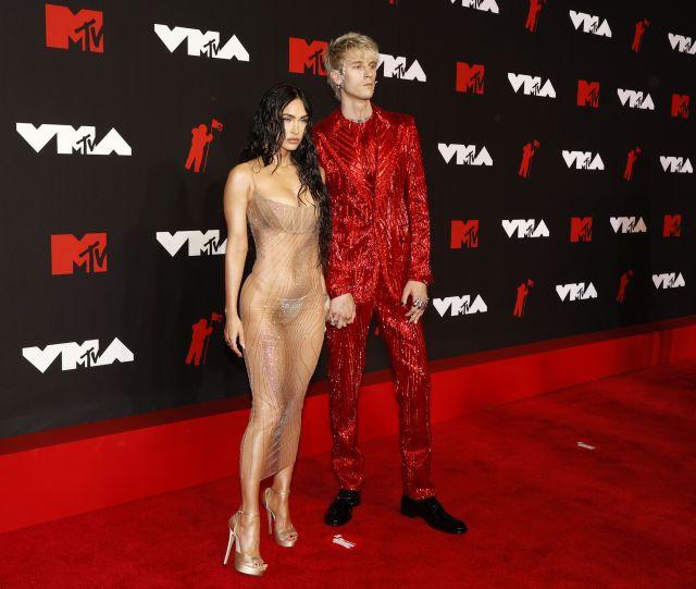 Меган Фокс едва облечена на наградите MTV (СНИМКИ)