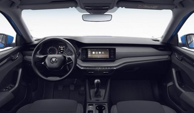 Най-евтината нова Skoda Octavia: с какво ще ви зарадва и разочарова?