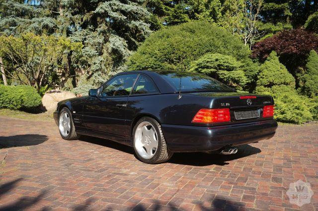 Този Mercedes от 90-те се продава на цената на ново Lamborghini