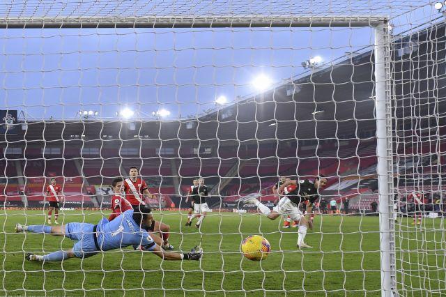 Манчестър Юнайтед обърна Саутхямптън в зрелищен мач (ВИДЕО)