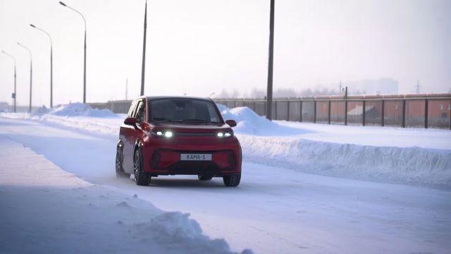 Необичаен волан за градския електромобил на КамАЗ, който ще струва 22 000 лв.  (ВИДЕО)