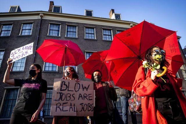 Секс работниците в Нидерландия излязоха на протест (СНИМКИ)