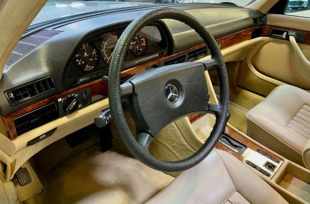 Продава се уникален Mercedes-Benz W126 с пробег 4 700 км