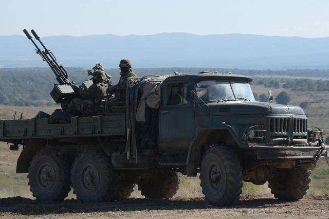 Каракачанов: Провежда се най-мащабното учение на армията ни от 20 години (СНИМКИ)