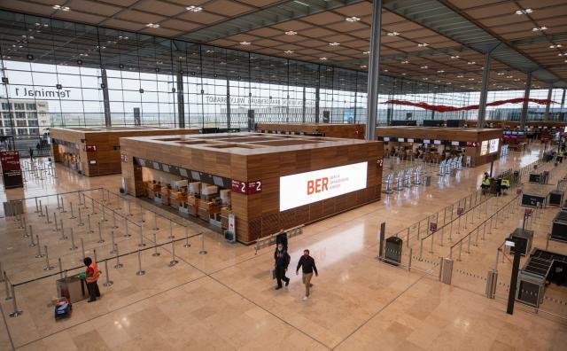 Откриват ключово за Европа летище (СНИМКИ)