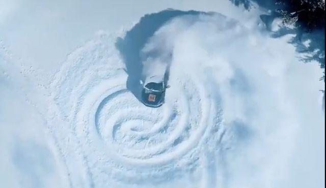 Електрическите Mustang и F-150 се забавляват в снега (ВИДЕО)