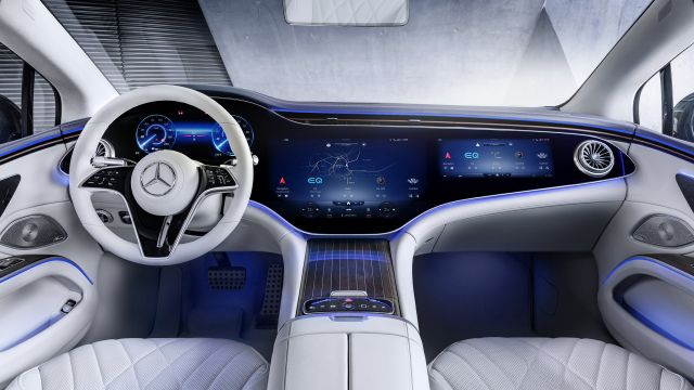 Mercedes обясни защо EQS запазва традиционните огледала