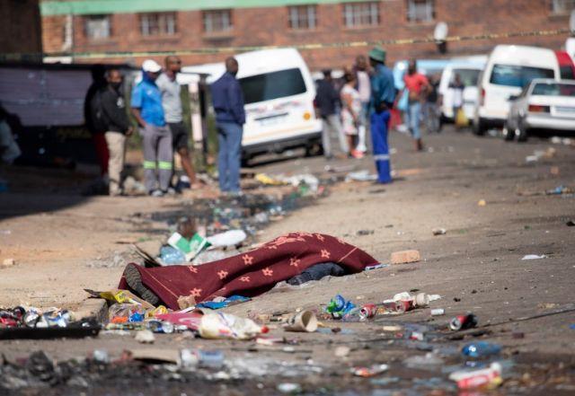 Шестима убити по време на безредици (СНИМКИ)