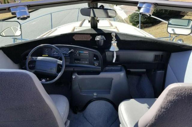 Продава се микробус Ford, трансформиран в лодка на колела