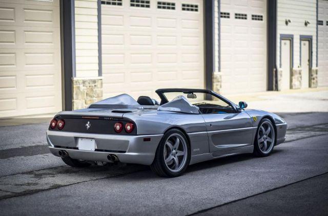 Продава се Ferrari-то на Шакил О'Нийл, което е с особено просторен салон