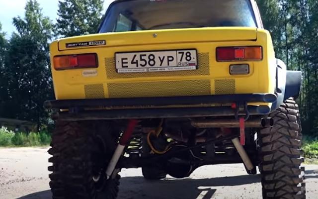 Едно Жигули с V8 двигател, което ще унижи всеки SUV (ВИДЕО)