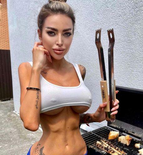 Украинската Ким Кардашиян влудява с голите си снимки