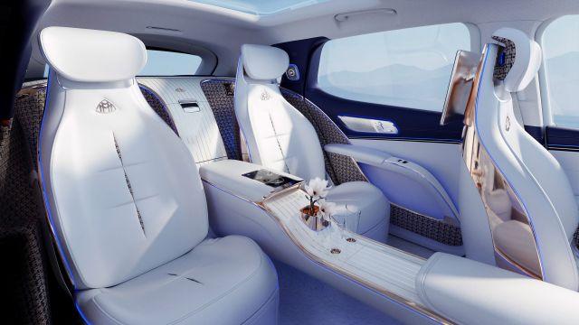Лукс на ток: Maybach показа първия си SUV