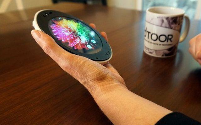 Неправоъгълен телефон за хора с неправоъгълно мислене (ВИДЕО)