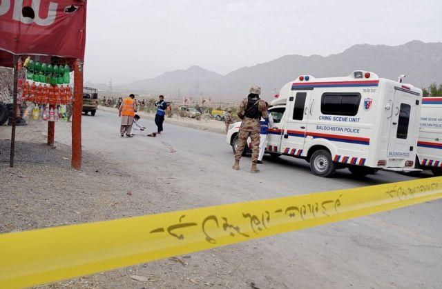 Бомба уби трима
