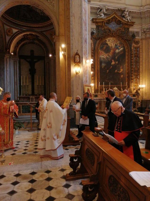 Посланици от ЕС присъстваха на богослужение в българската православна църква в Рим (СНИМКИ)