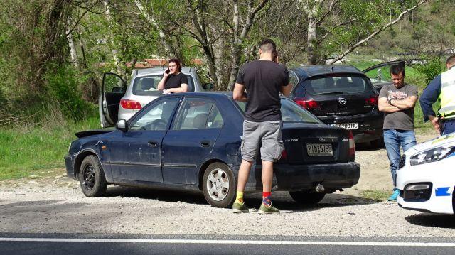 Верижна катастрофа с 5 автомобила (СНИМКИ)