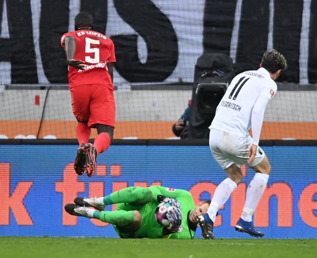 РБ Лайпциг остава лидер в Бундеслигата след победа над Аугсбург (ВИДЕО)