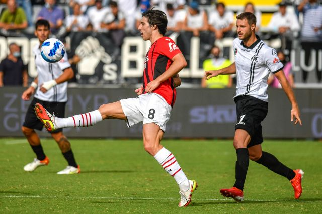 Милан с обрат срещу Специя, трето поколение Малдини бележи за