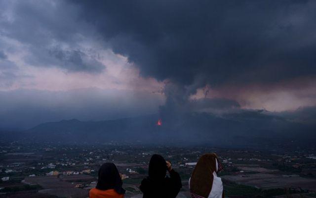 Вулкан ще изригва още 3 месеца