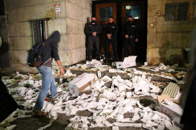 Ето какво остана след протеста пред МВР (СНИМКИ)