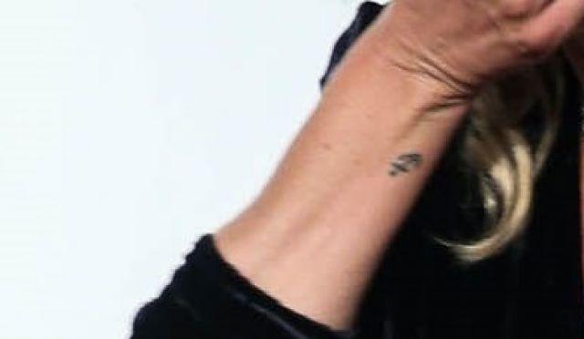 Кейт Мос с татуировка за 1 млн. евро на интимно място (СНИМКИ)