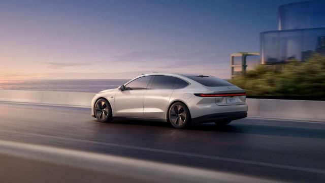 Here is an electric sedan with an autonomous mileage of 1000 kilometers