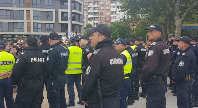 Гей парад и протест на морето (СНИМКИ)