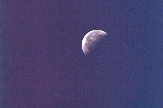 3 огромни НЛО са забелязани до Луната (СНИМКИ)
