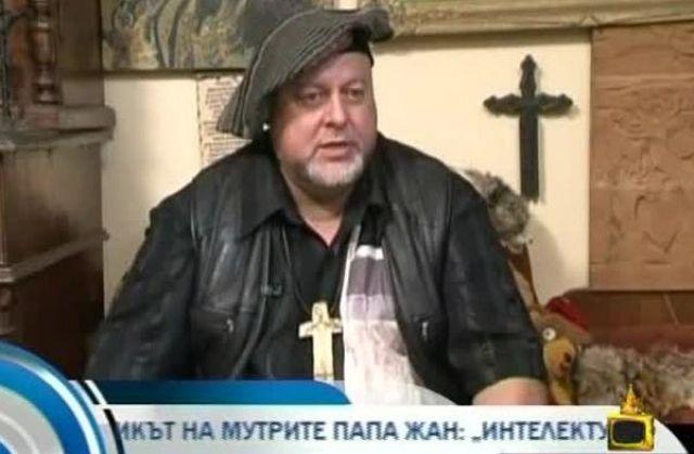 COVID-19 уби най-ексцентричния художник в България
