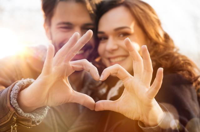 11-те двойки зодии, които създават най-здравите и щастливи връзки (ВИДЕО)