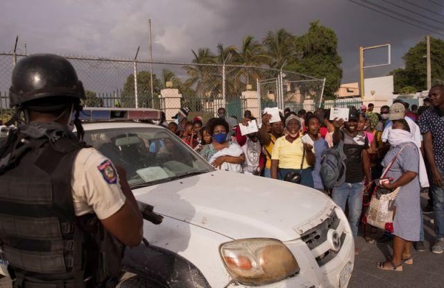 САЩ отказаха военна помощ на Хаити (СНИМКИ)