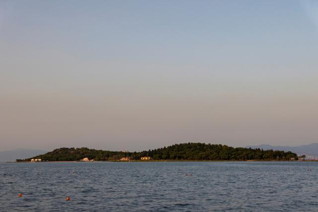 В Турция изолирали болните си на остров... Карантина