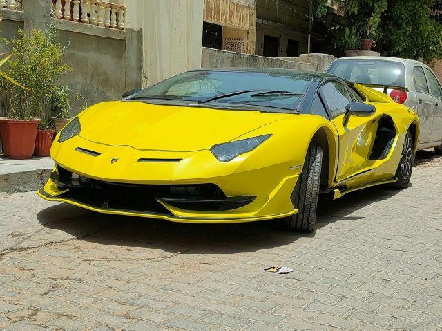 Това Lamborghini Aventador всъщност е Honda Civic (ВИДЕО)