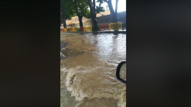 Порой над Варна, улиците отново са под вода