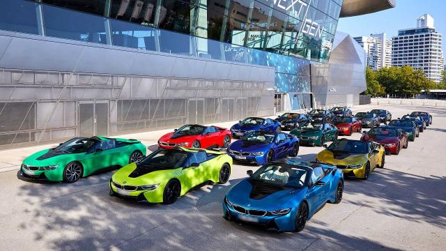Вижте последните 18 уникални роудстъра BMW i8