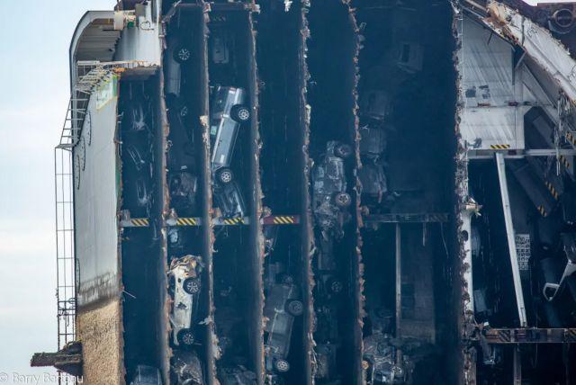 Корабът с над 4 000 автомобила се е преобърнал заради по-тежките кросоувъри на Kia