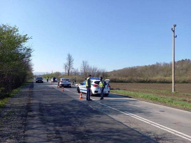 Един загинал при тежък челен сблъсък край Смядово (СНИМКИ)
