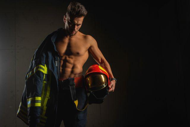 Жените намират за секси тези мъжки работни униформи