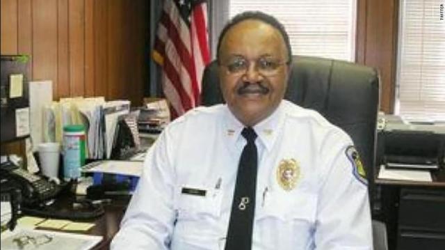 Застреляха капитан от полицията в САЩ, докато пази бизнеса на приятел