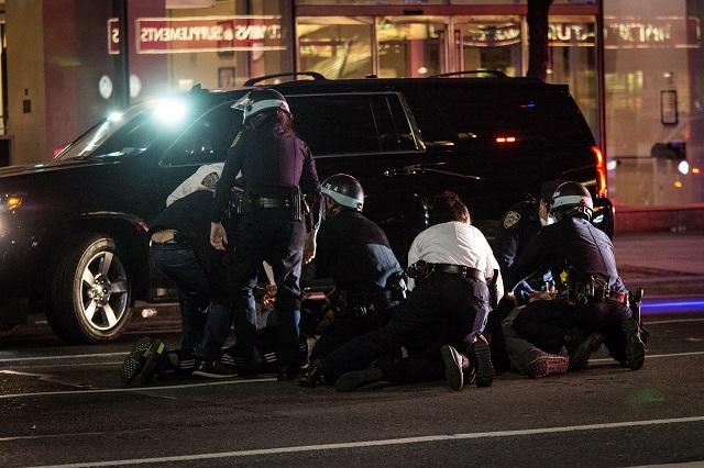 Ранени полицаи при стрелба в Сейнт Луис и Лас Вегас, двама убити в Чикаго (СНИМКИ)