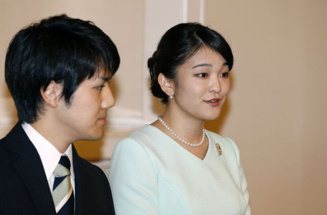 Японска принцеса се омъжва за човек от простолюдието, губи титлата си