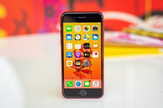 Какви смартфони се търсят на пазара: Евтини или скъпи?