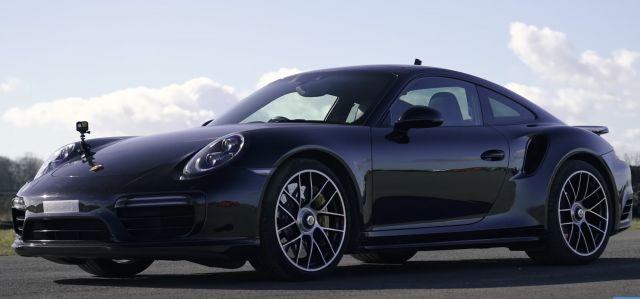 Старото Porsche 911 Turbo S vs новото Porsche 911 Turbo S (ВИДЕО)