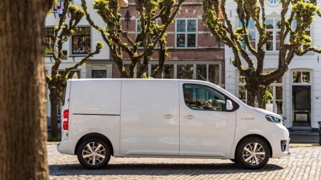 Toyota пуска френски бус с рекордна гаранция